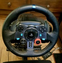 50204 - VENDS PLAYSEAT +VOLANT LOGITECH G 29 pour PlayStation.