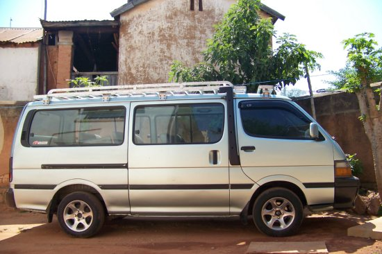 a vendre minibus toyota hiace a vendre madagascar 11574. Black Bedroom Furniture Sets. Home Design Ideas