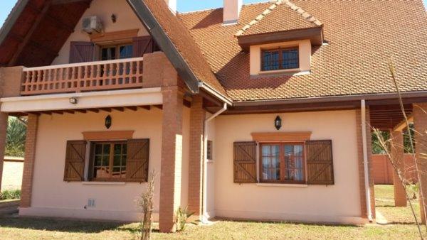 Villa de standing mandrosoa ivato a vendre madagascar for Maison traditionnelle malgache