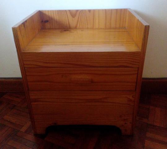 a vendre urgent 4 tables de chevet en pin trait de hazova a vendre madagascar 30848. Black Bedroom Furniture Sets. Home Design Ideas