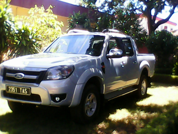 a vendre 4x4 ford ranger ann e 2011 a vendre madagascar. Black Bedroom Furniture Sets. Home Design Ideas