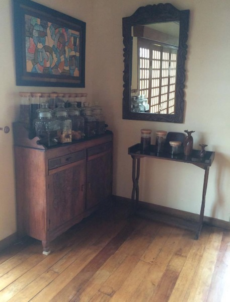 vente de meuble ancien a vendre madagascar 34327. Black Bedroom Furniture Sets. Home Design Ideas