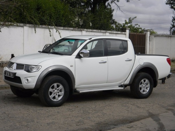 4x4 mitsubishi l200 sportero did 2012 a vendre madagascar 35464. Black Bedroom Furniture Sets. Home Design Ideas