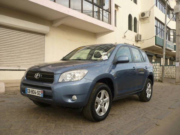 toyota rav4 3 me g n ration a vendre madagascar 37930. Black Bedroom Furniture Sets. Home Design Ideas