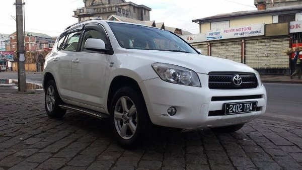 toyota rav4 3 me g n ration a vendre madagascar 38226. Black Bedroom Furniture Sets. Home Design Ideas