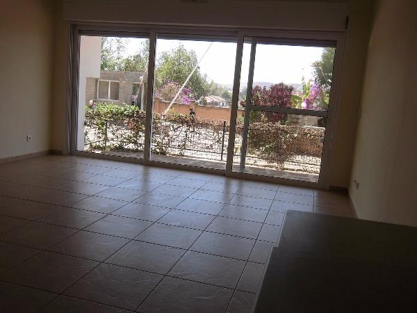 Appartement t3 avec piscine a louer madagascar 40221 for Appartement a louer a sidi bouzid avec piscine