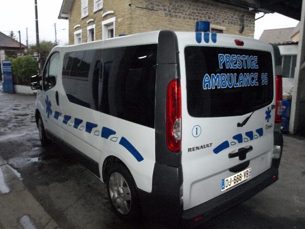 Photo 2 - ambulance renault trafic