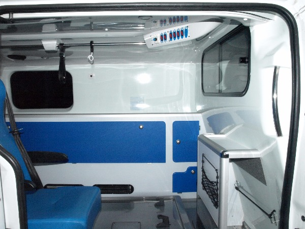 Photo 4 - ambulance renault trafic