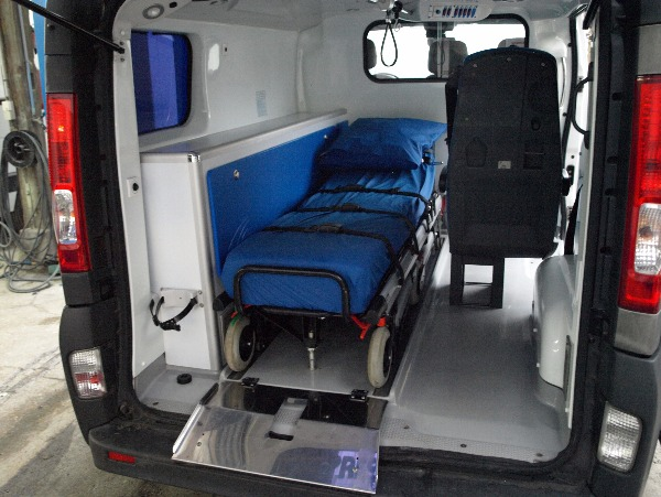 Photo 3 - ambulance renault trafic