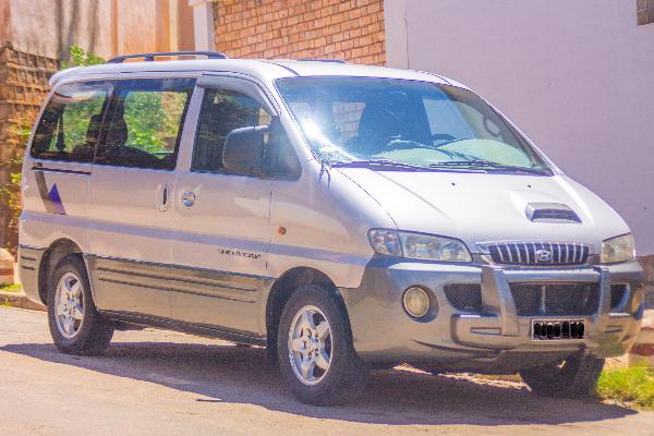 Photo 4 - Hyundai Starex