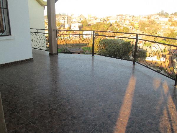 Photo 7 - Une belle villa F6 sis à Ambohitrarahaba (ref: LVS 3056/18)