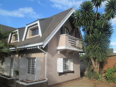 Photo 1 - une villa à étage F3 sise à ampandrianomby (ref:LVS 2073/19)